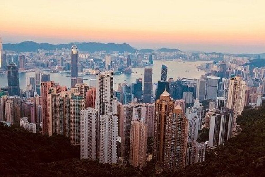 Hong Kong with most expensive flats, but Warsaw on pursuit