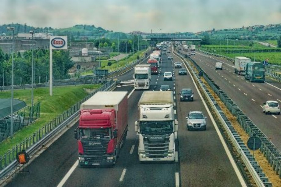 EP adopts major reform of road transport sector