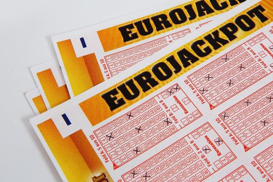 Pole collects record Eurojackpot prize